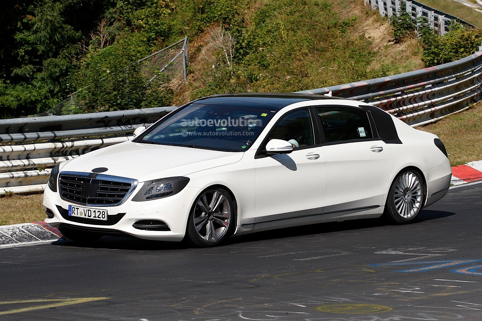 Long wheelbase s class wafting on the nurburgring for Long mercedes benz
