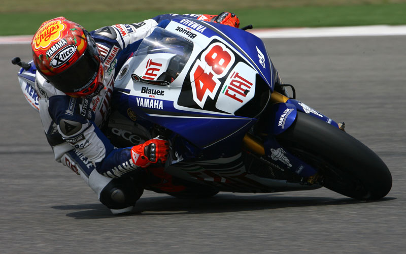 http://s1.cdn.autoevolution.com/images/news/lorenzo-admits-having-problems-with-new-bike-3921_1.jpg