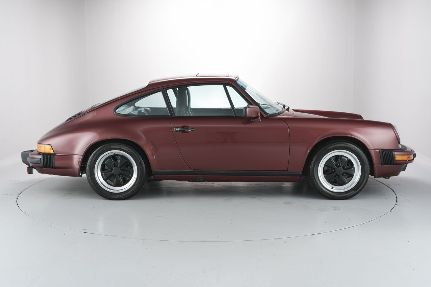 low mileage porsche 911 carrera 3 2 priced at 84 995 autoevolution. Black Bedroom Furniture Sets. Home Design Ideas
