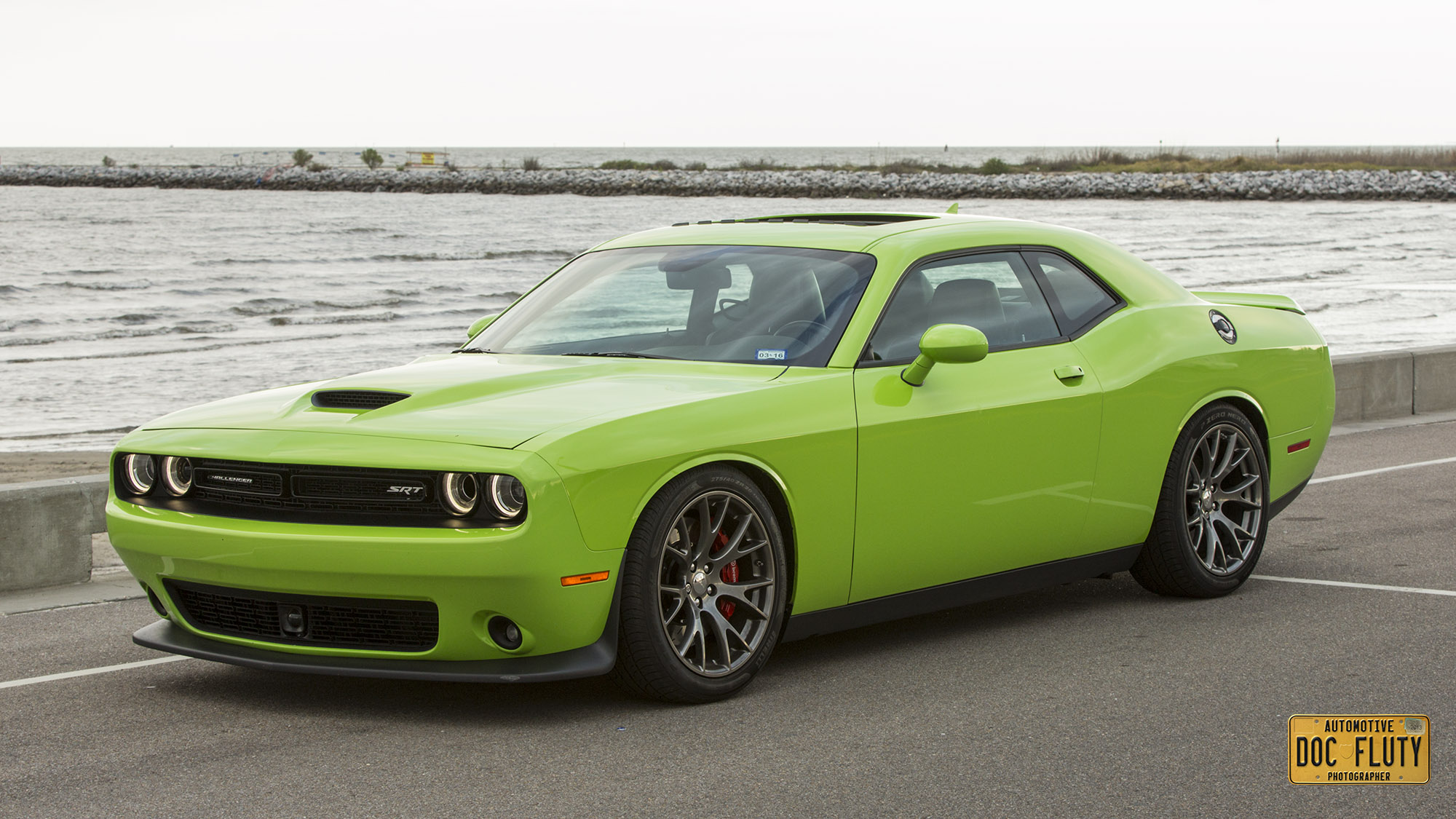 lowered 2015 dodge challenger srt 392 looks sweet but slamming your muscle car is stupid. Black Bedroom Furniture Sets. Home Design Ideas
