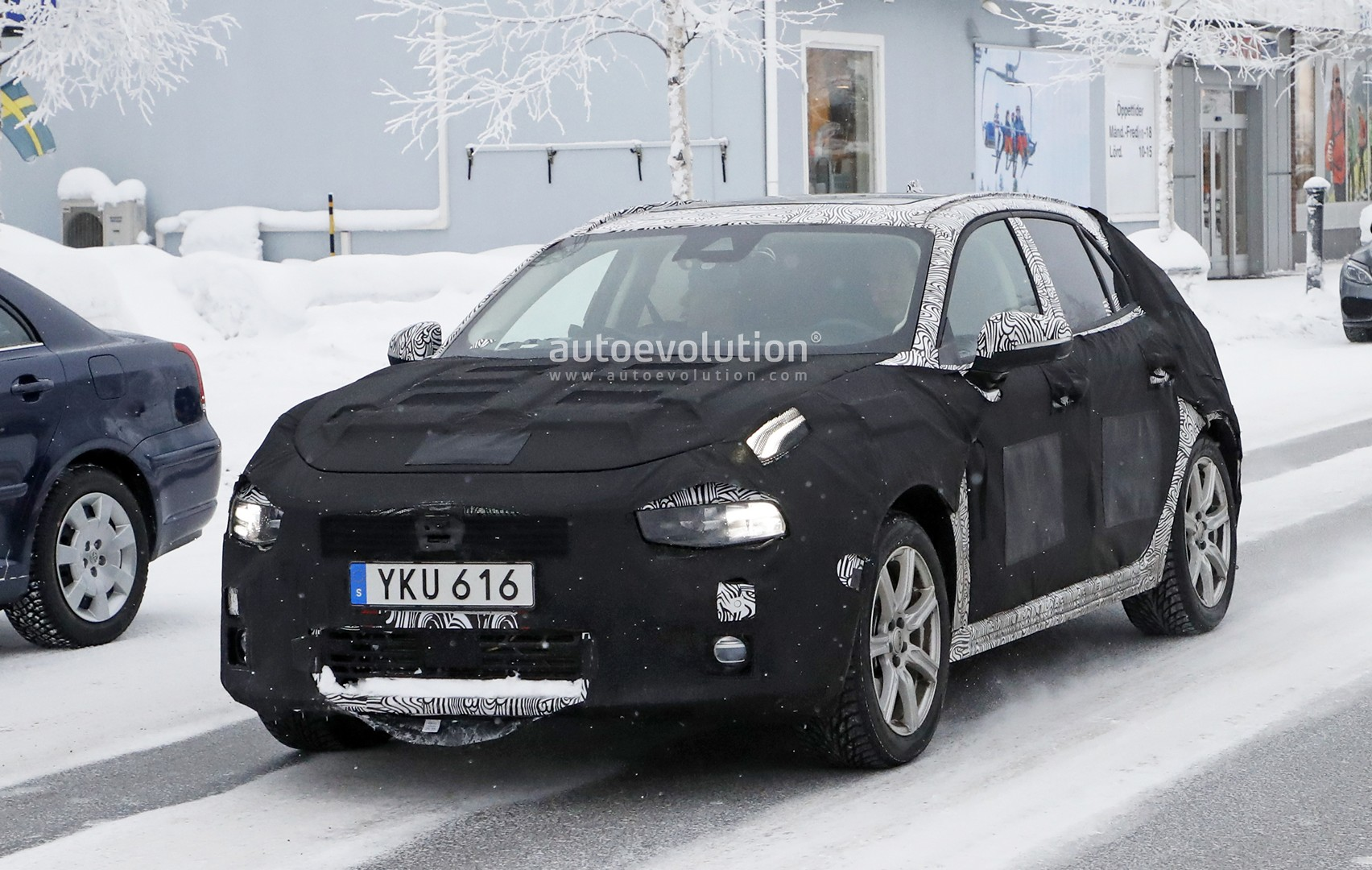 lynk co 04 hatchback spied is also a volvo v40 preview autoevolution. Black Bedroom Furniture Sets. Home Design Ideas