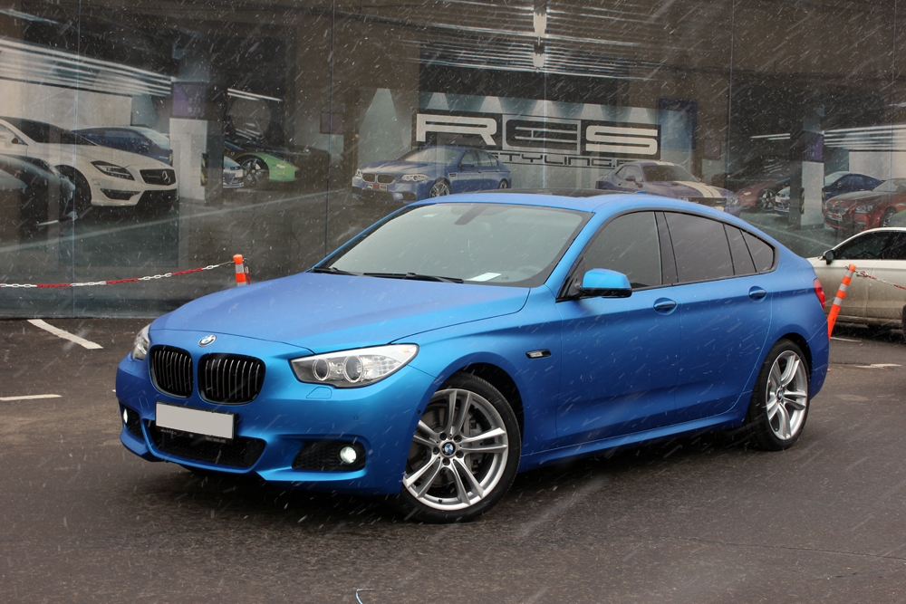 M Sport BMW 5 Series GT Gets Frozen Blue Wrap - autoevolution