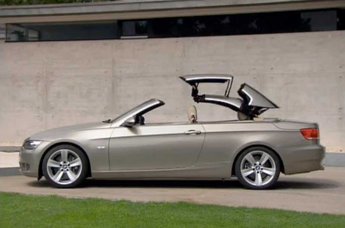 Maid Killed By Bmw 3 Series Folding Roof Autoevolution