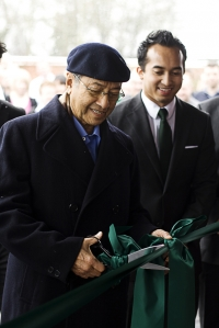 Tun Dr. Mahathir opens the Norfolk factory
