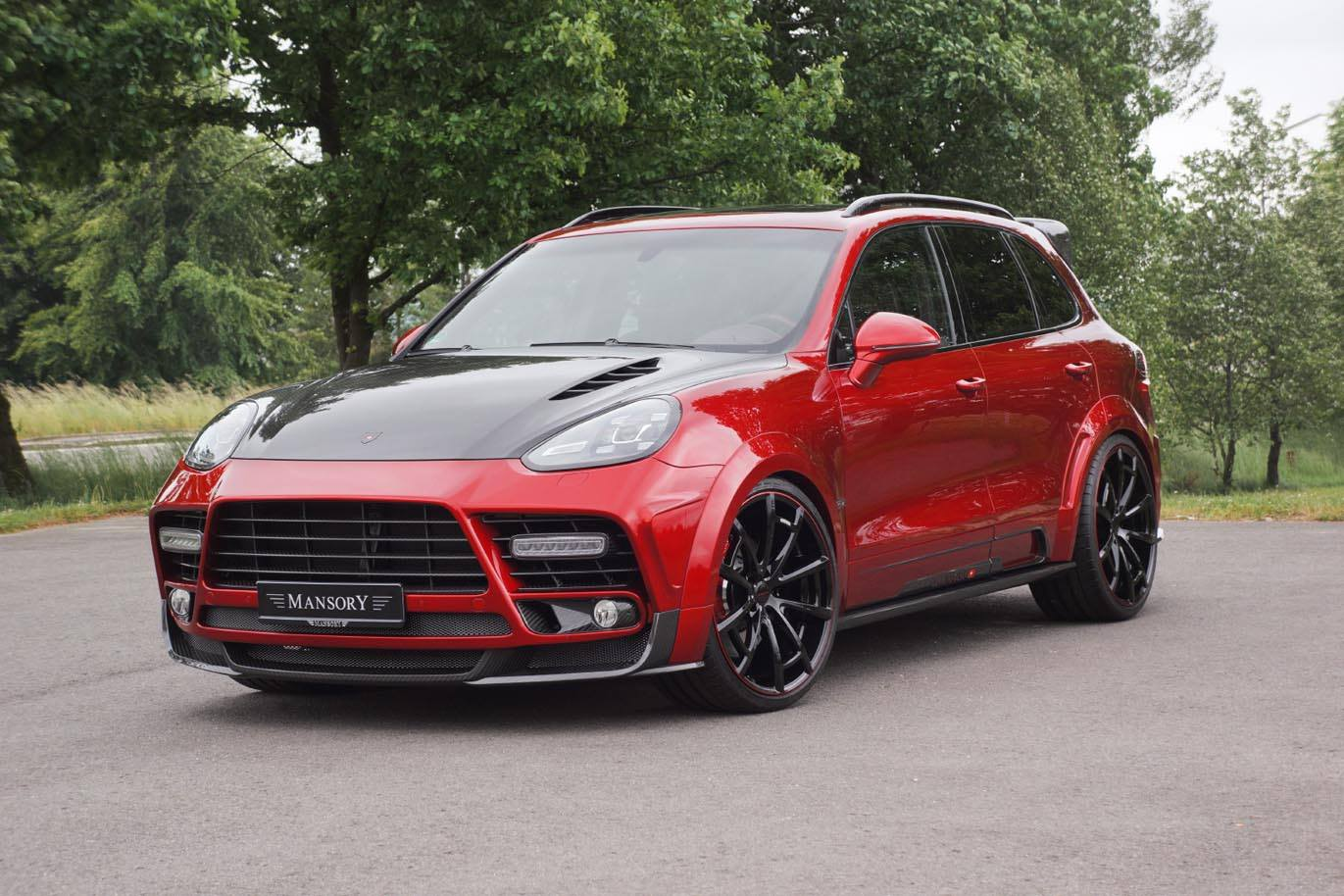 Mansory 2016 Porsche Cayenne Turbo Is A Carbon And Red Swiss Army Knife Autoevolution