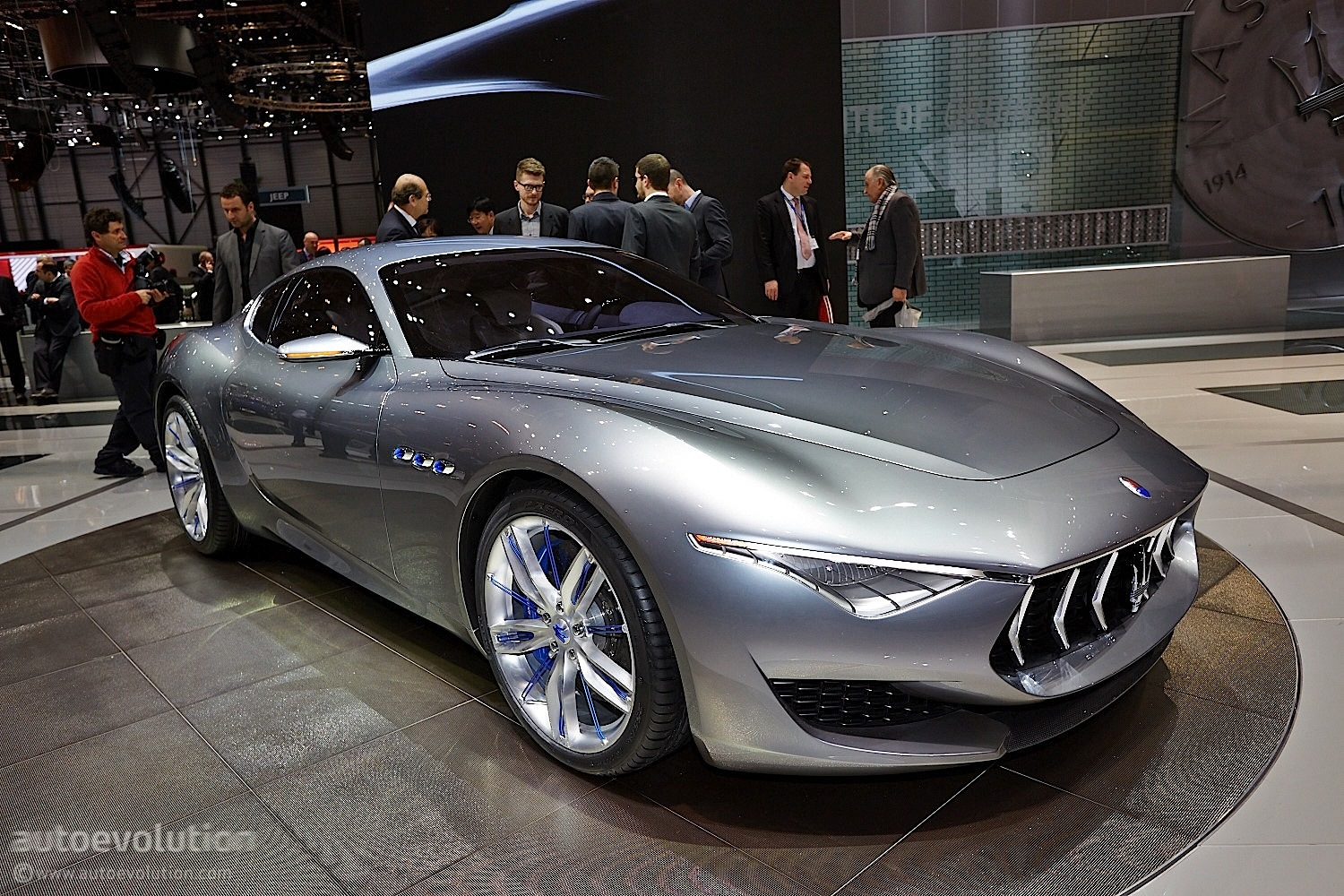 maserati alfieri 2 2 concept geneva 39 s sexy side live photos autoevolution. Black Bedroom Furniture Sets. Home Design Ideas