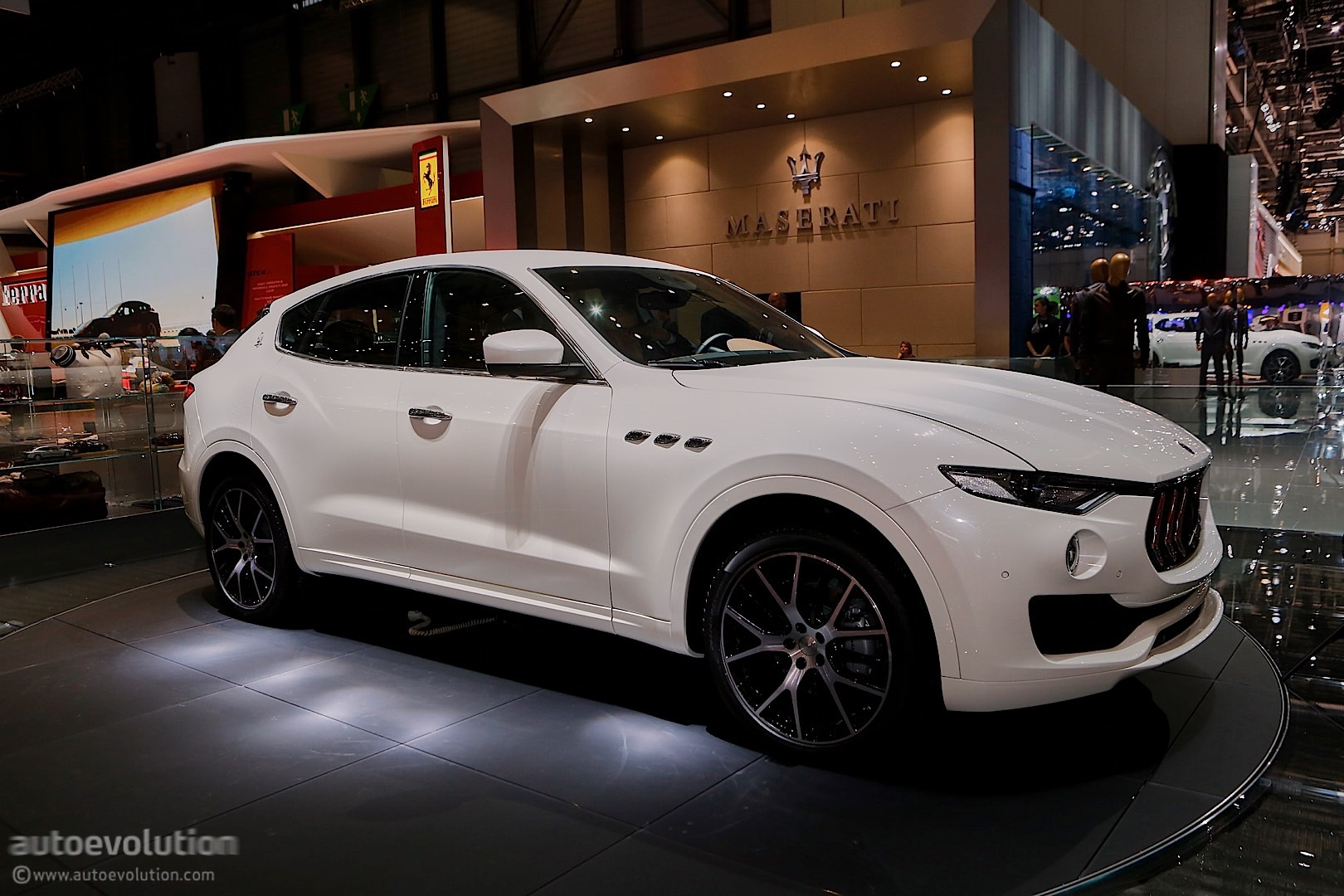 maserati levante suv looks like a ghibli on stilts in geneva autoevolution. Black Bedroom Furniture Sets. Home Design Ideas