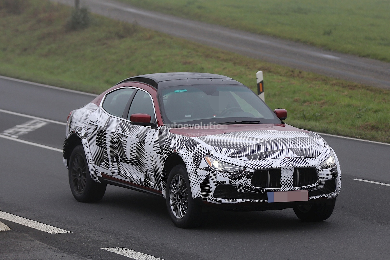 maserati levante suv spied looks like a ghibli on stilts autoevolution. Black Bedroom Furniture Sets. Home Design Ideas