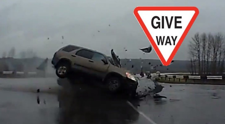 Massive Highway Intersection Crash in Russia [Video]