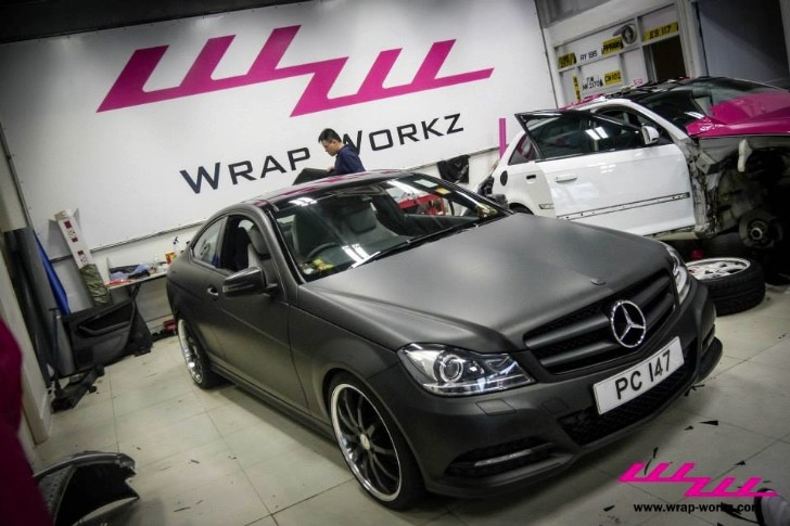Matte black c class coupe tries to fool you autoevolution for Matte black mercedes benz