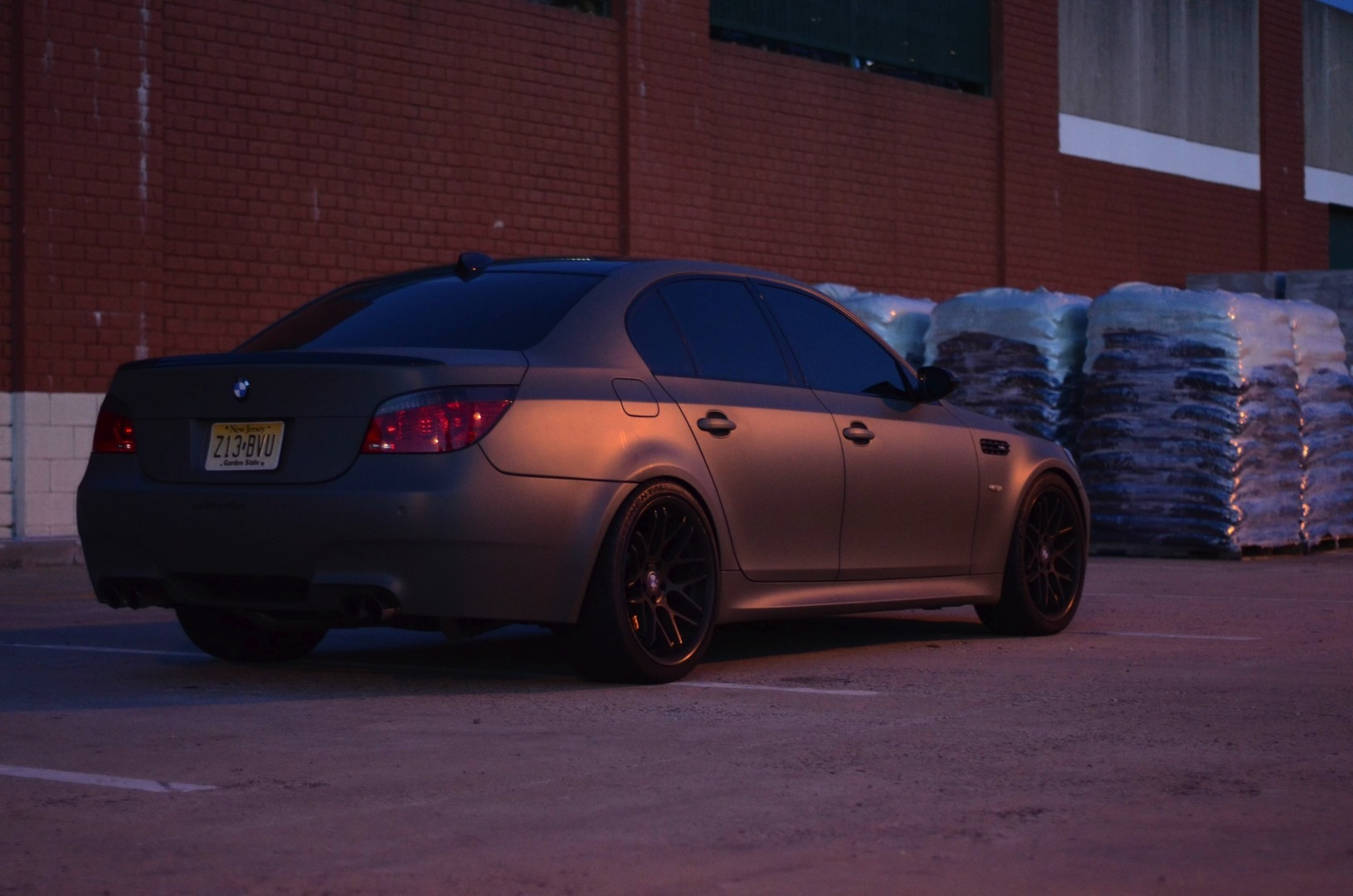 matte military green bmw e60 m5 for sale autoevolution. Black Bedroom Furniture Sets. Home Design Ideas