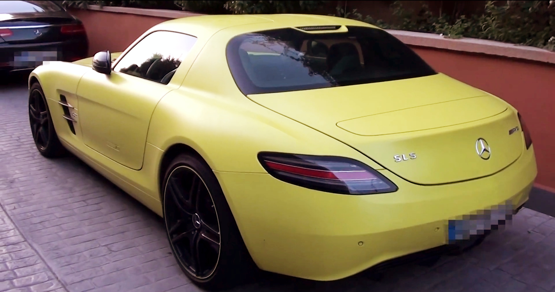 Matte yellow mercedes benz sls electric drive spotted in for Mercedes benz cleveland area