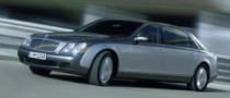 Maybach Owner Crowbars His Way into Stupid Top
