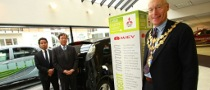 Mayor of London Supports the Mitsubishi i-MiEV Hand-over