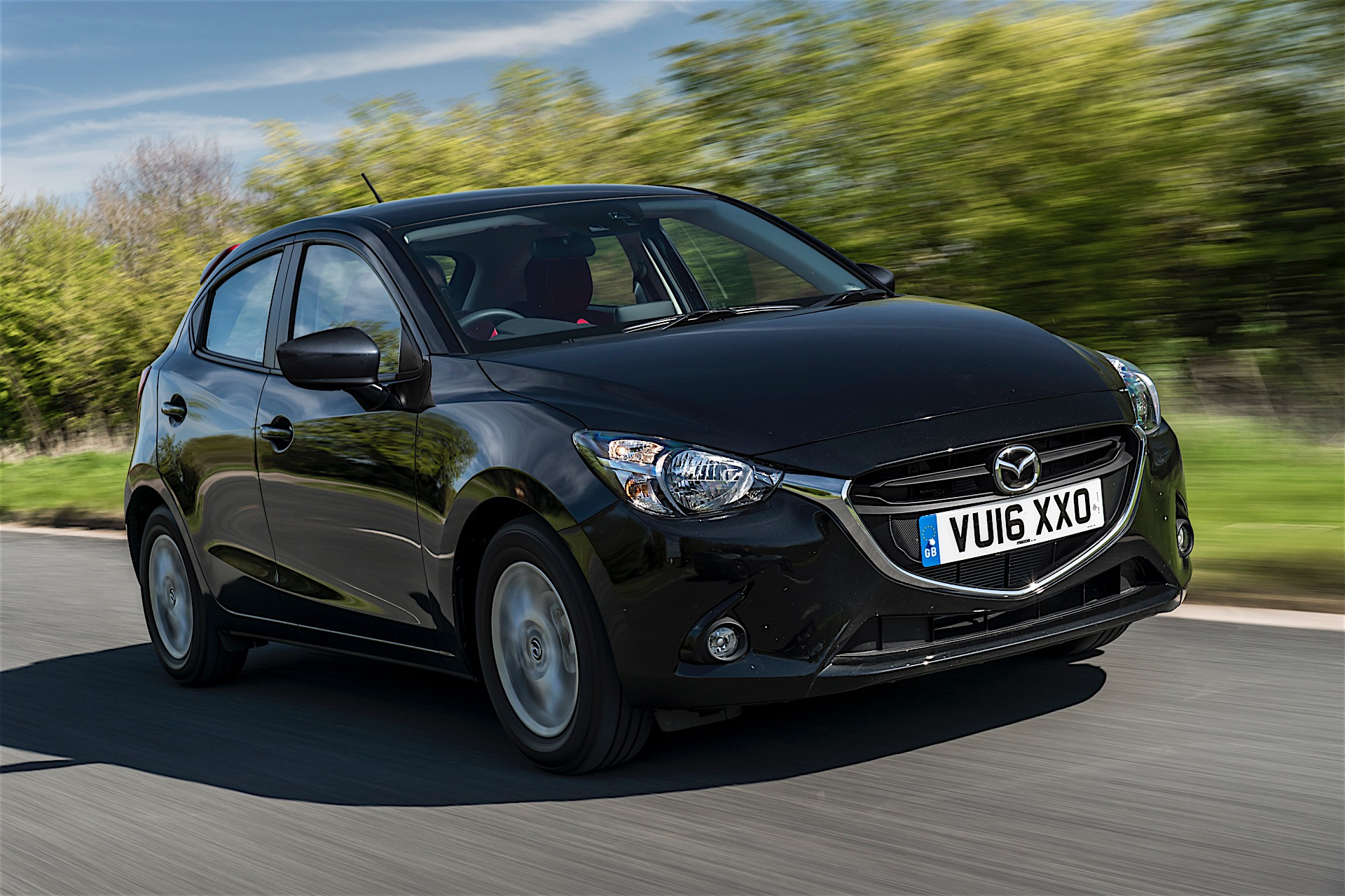 mazda2 gets limited series in uk it 39 s called red edition autoevolution. Black Bedroom Furniture Sets. Home Design Ideas