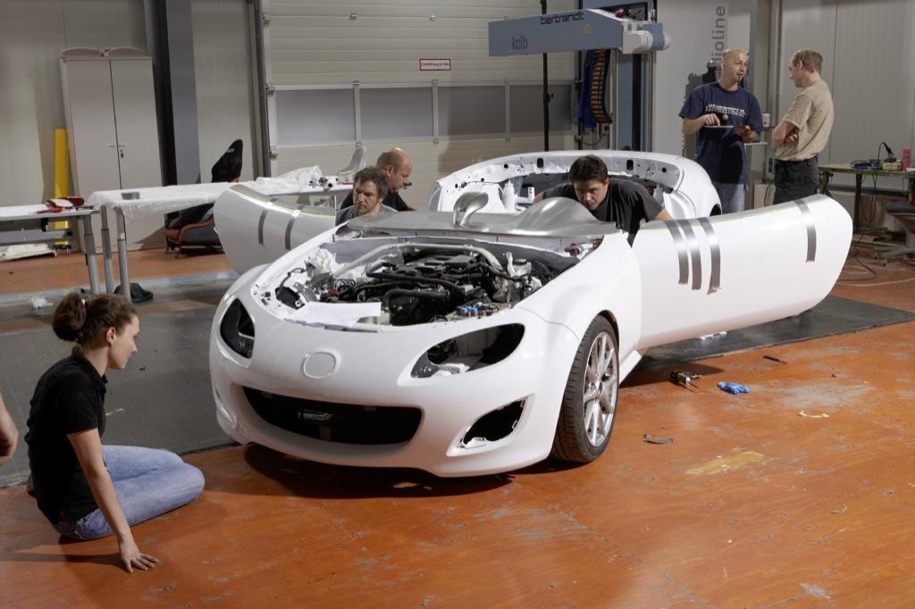 https://s1.cdn.autoevolution.com/images/news/mazda-mx-5-superlight-building-the-show-car-13651_1.jpg