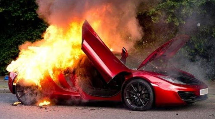 McLaren MP4-12C Burns to a Crisp in London
