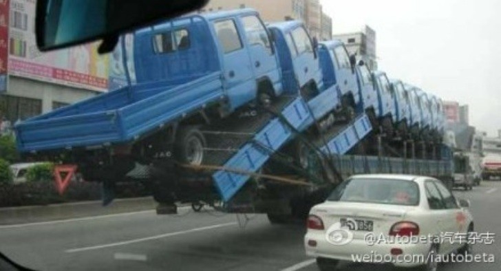 Meanwhile in China: That's How you Transport Pickups!