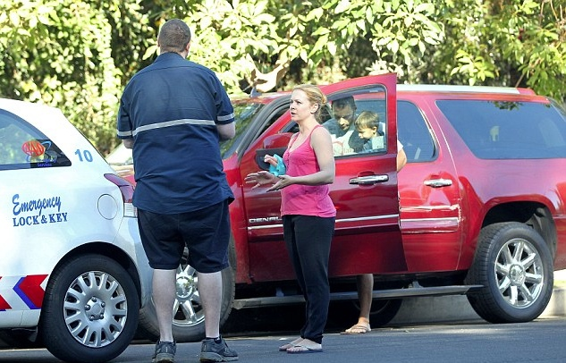 Melissa joan hart s son got trapped in the car rescued shortly