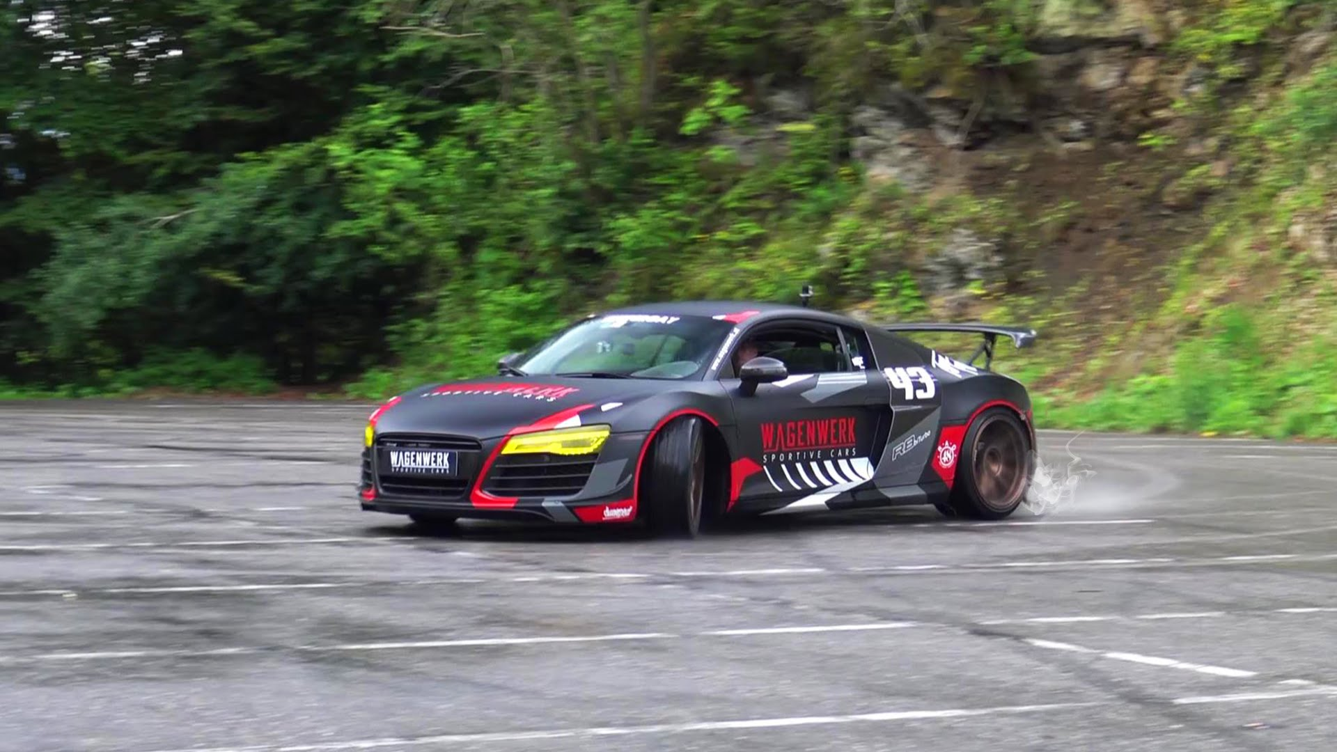 Mental Audi R8 Bi-Turbo Performs Donuts and Drifting - autoevolution
