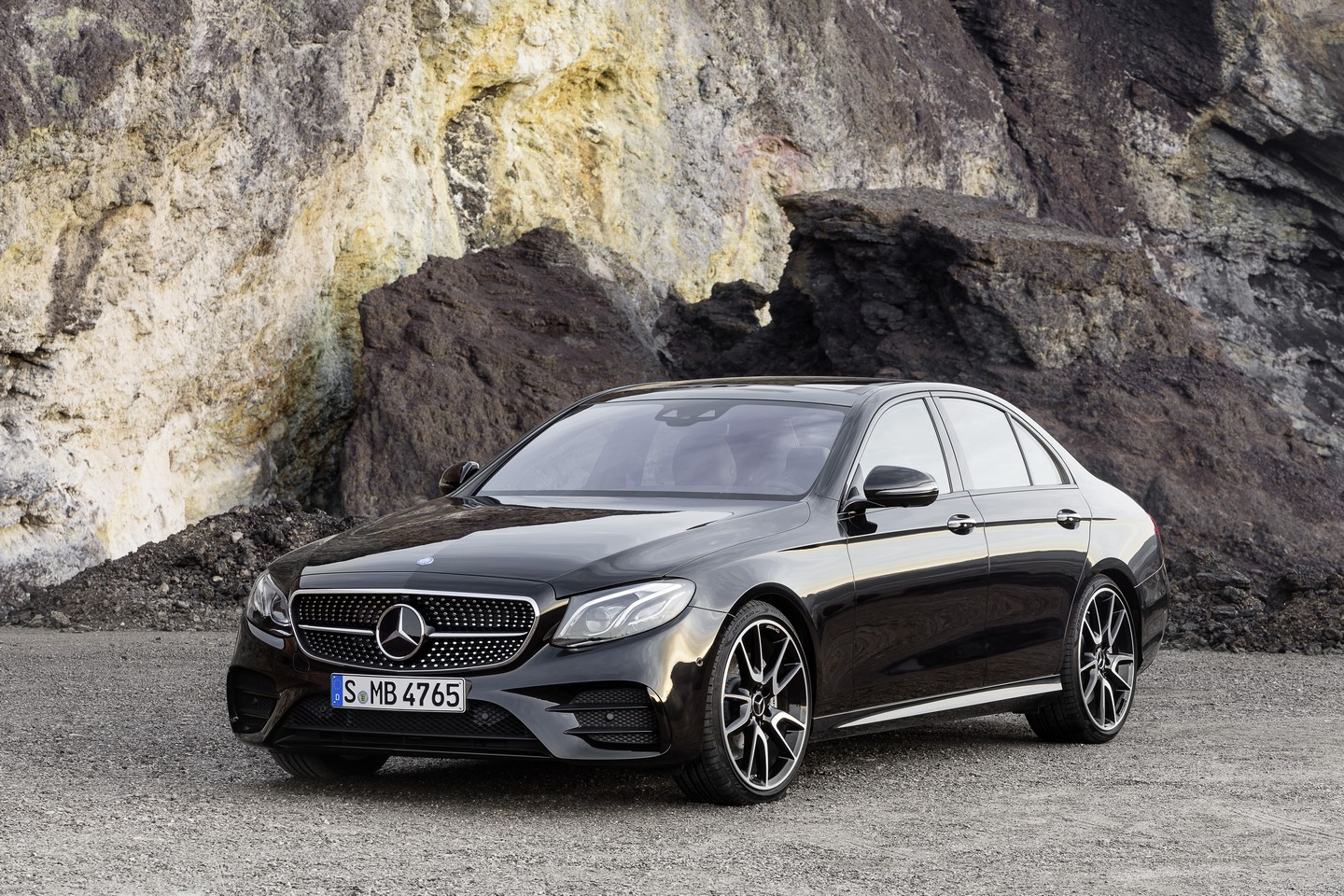 Mercedes-AMG E43 4Matic Revealed, It Has 401 HP and Nine-Speed
