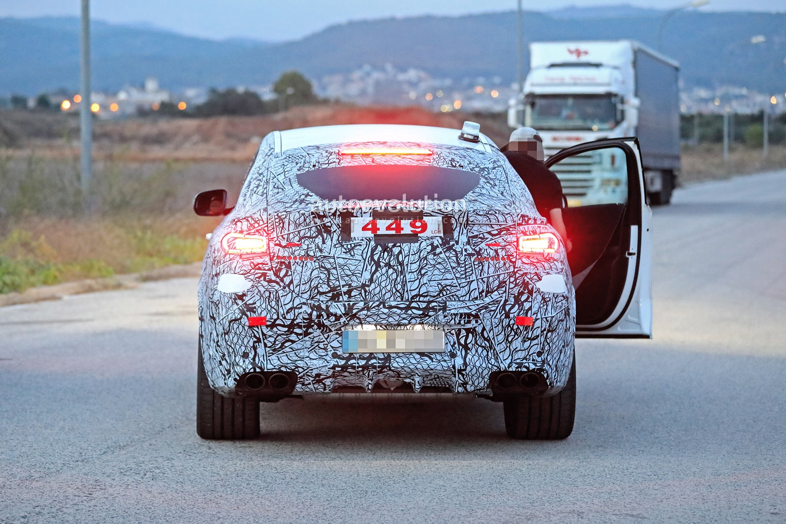 mercedes-a​mg-gle-53-​coupe-make​s-spyshot-​debut-with​-quad-exha​ust-tips-1​30628_1