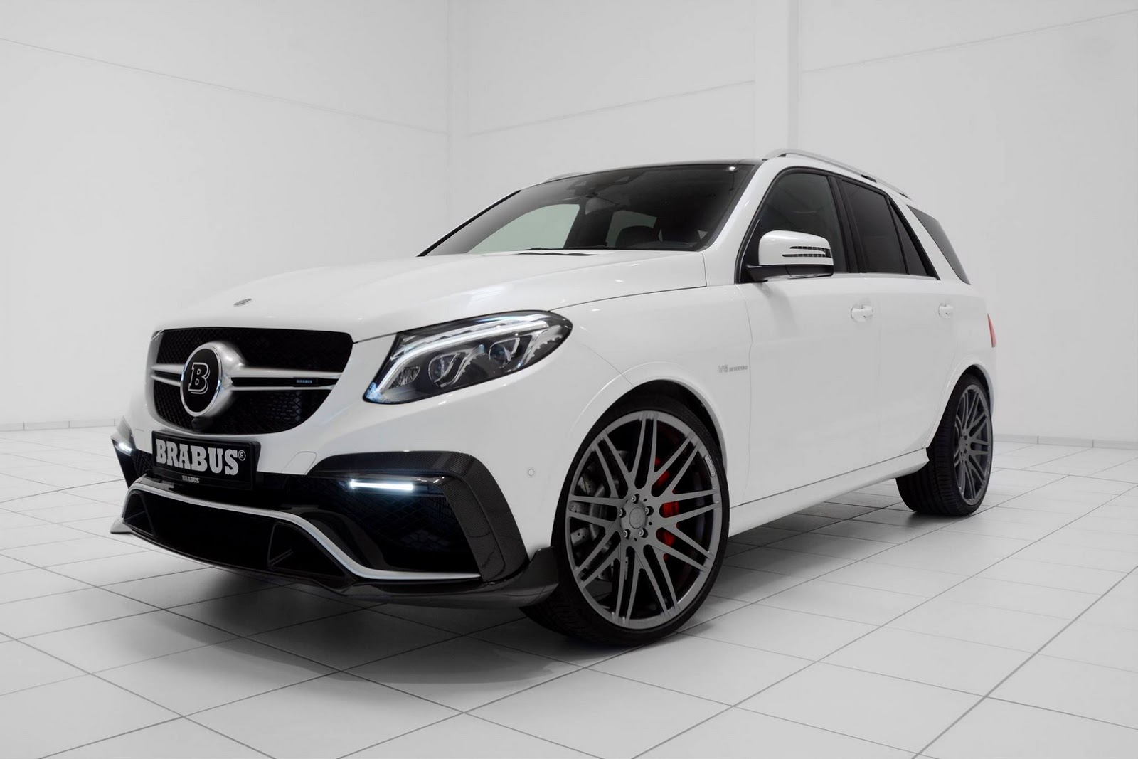 mercedes amg gle 63 has 850 hp and brabus carbon kit stormtrooper suv autoevolution. Black Bedroom Furniture Sets. Home Design Ideas