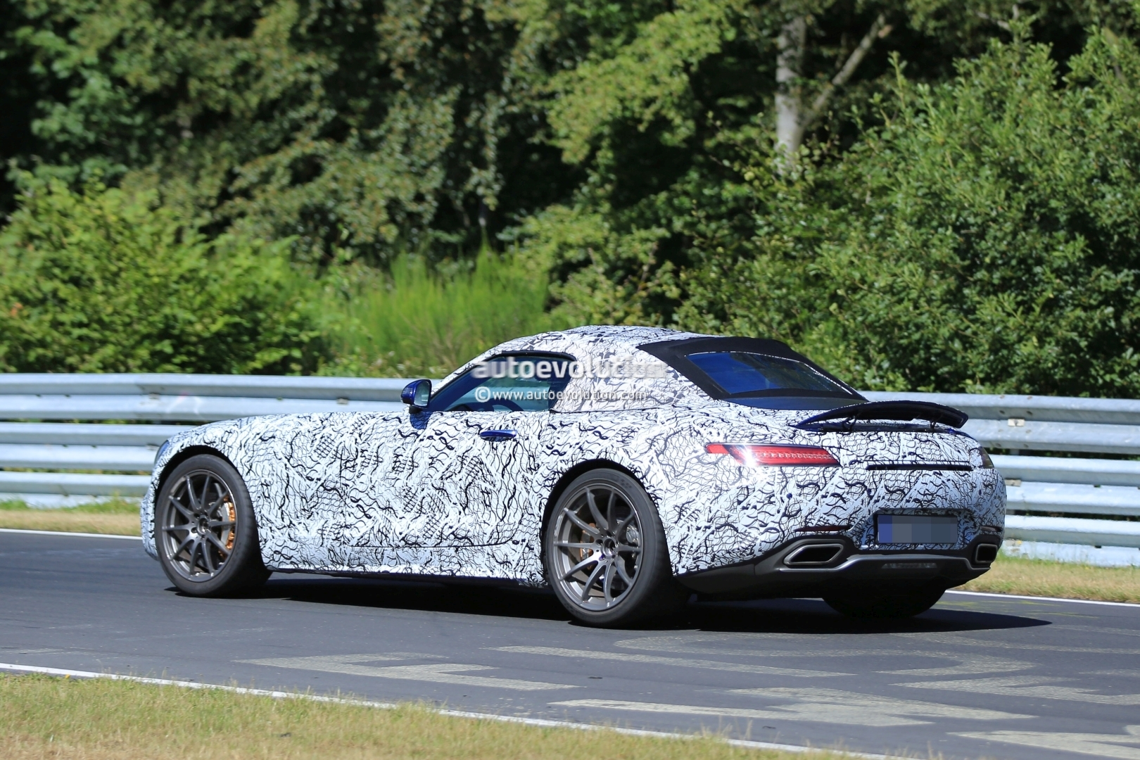 Update Mercedes Amg Gt C Roadster Looks Sleeker Than Coupe Here S Its Soft Top Autoevolution