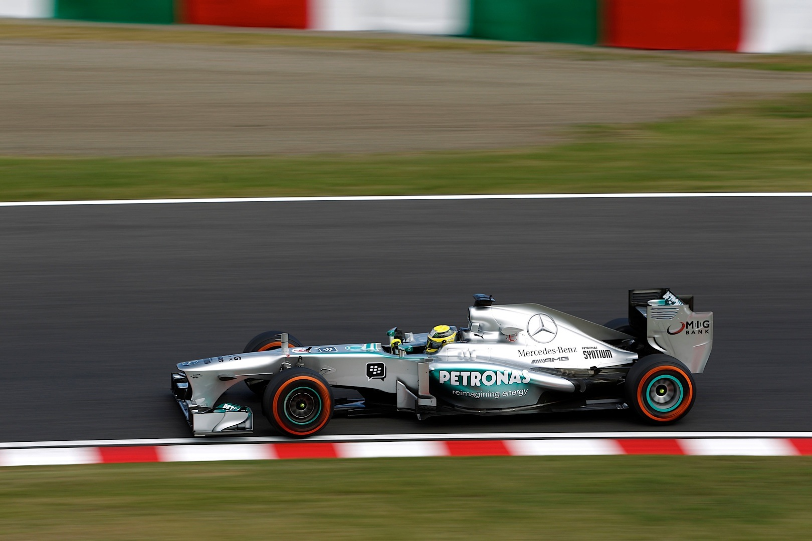 mercedes amg petronas drivers have mixed suzuka practice autoevolution. Black Bedroom Furniture Sets. Home Design Ideas