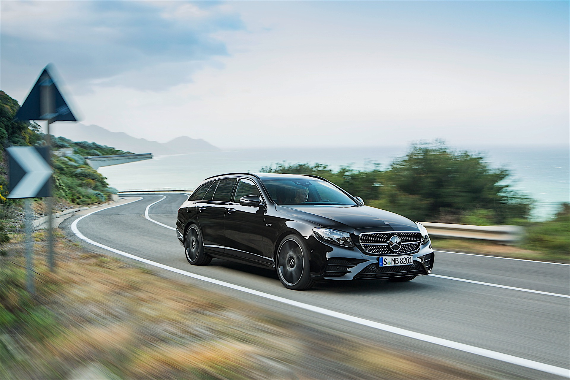 Mercedes-AMG Unveils 2017 E 43 4Matic Estate, It\'s Fast - autoevolution