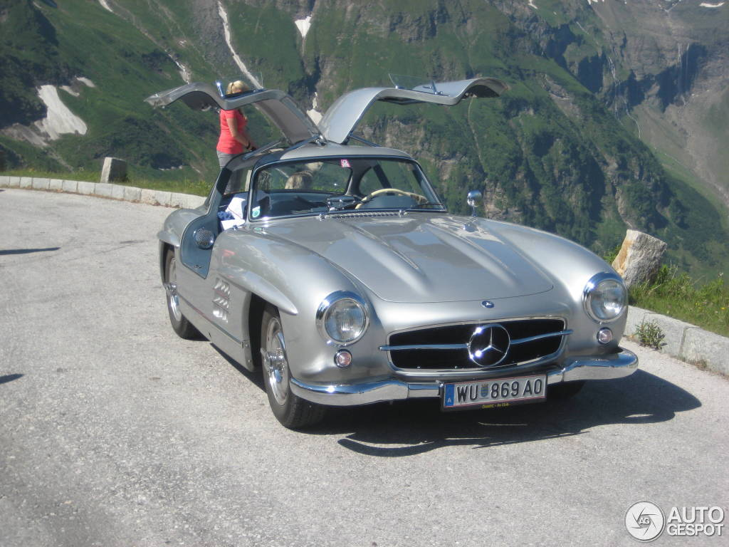 mercedes benz 300 sl gullwing spotted in the austrian alps autoevolution. Black Bedroom Furniture Sets. Home Design Ideas