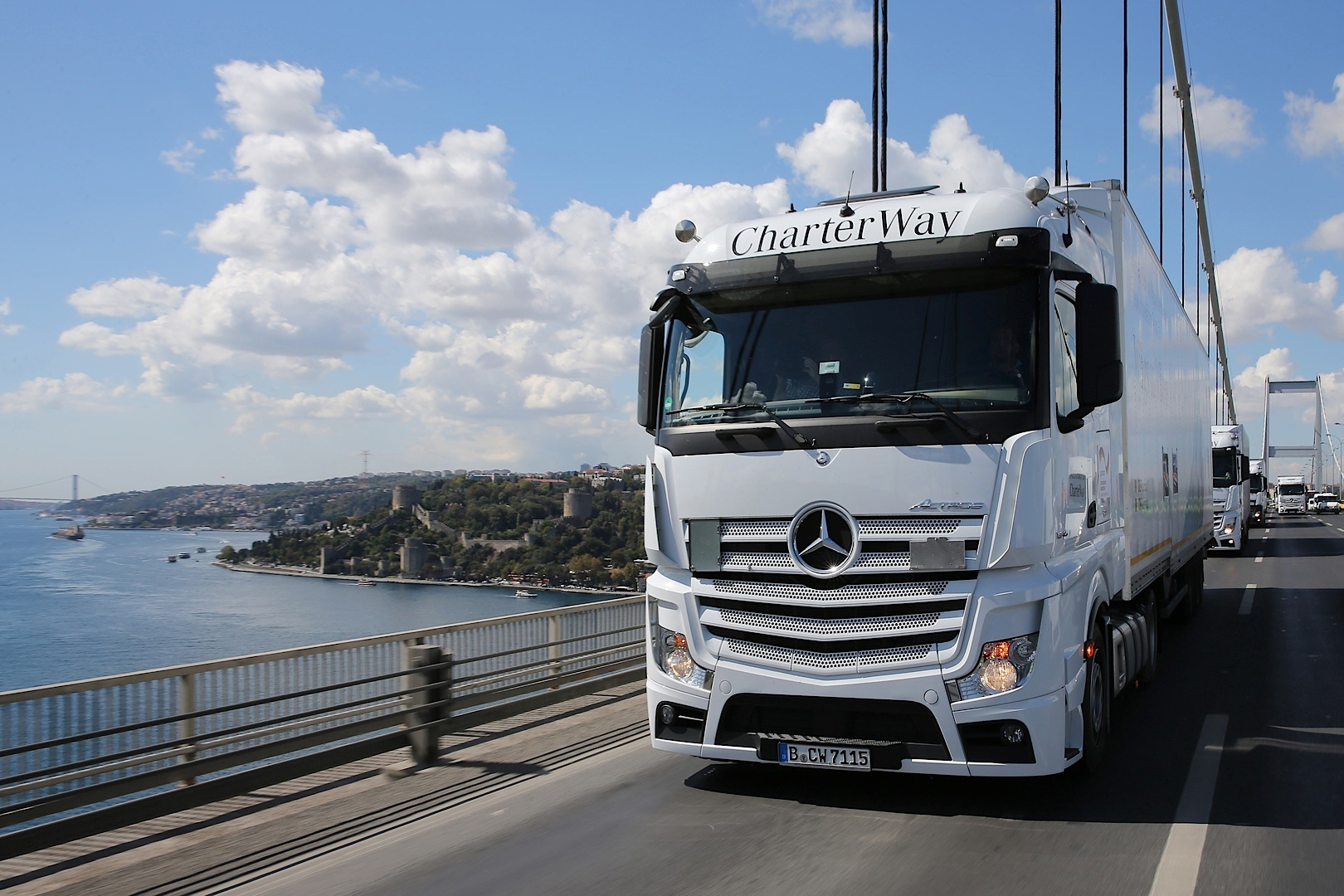 Mercedes benz actros convoy with supplies for syrian for Mercedes benz astros