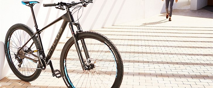 Mercedes benz adds four bicycles and new helmets in its for Mercedes benz lifestyle accessories