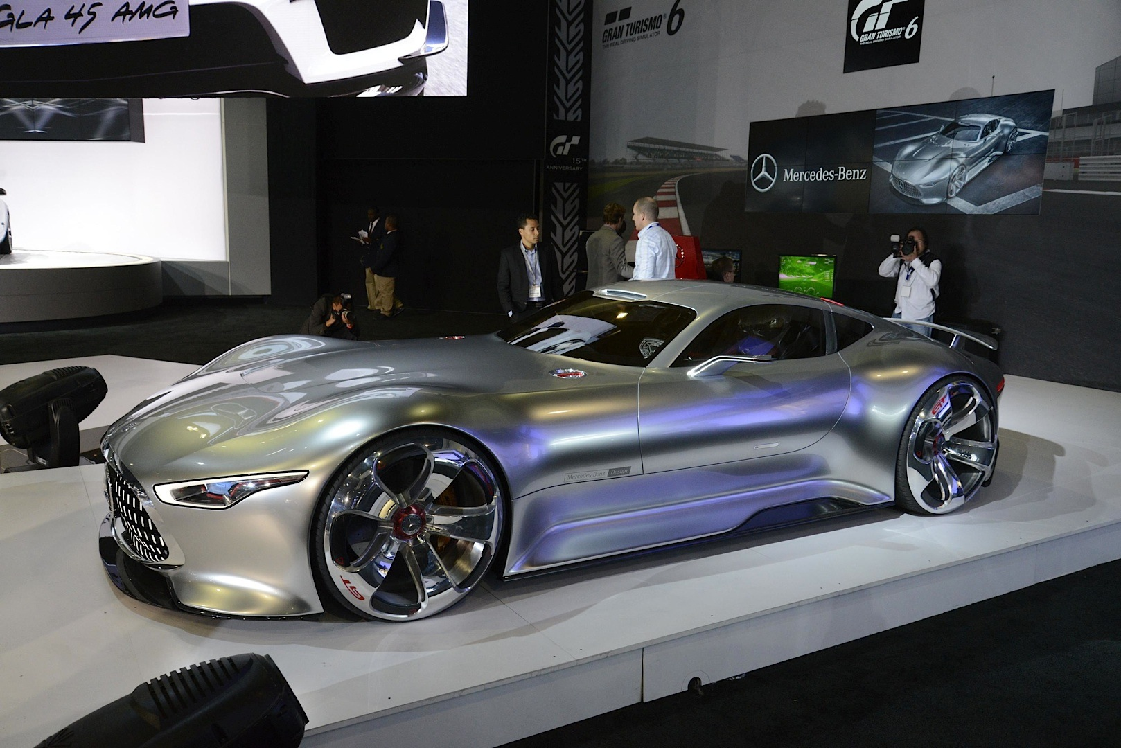 Mercedes benz amg vision gran turismo looks badass live as for Mercedes benz franchise