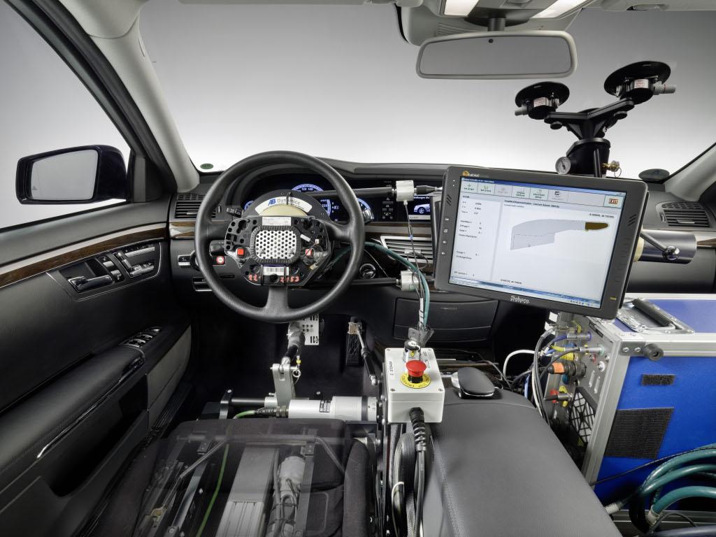 Mercedes benz autopilot test pilot autoevolution for Mercedes benz autopilot