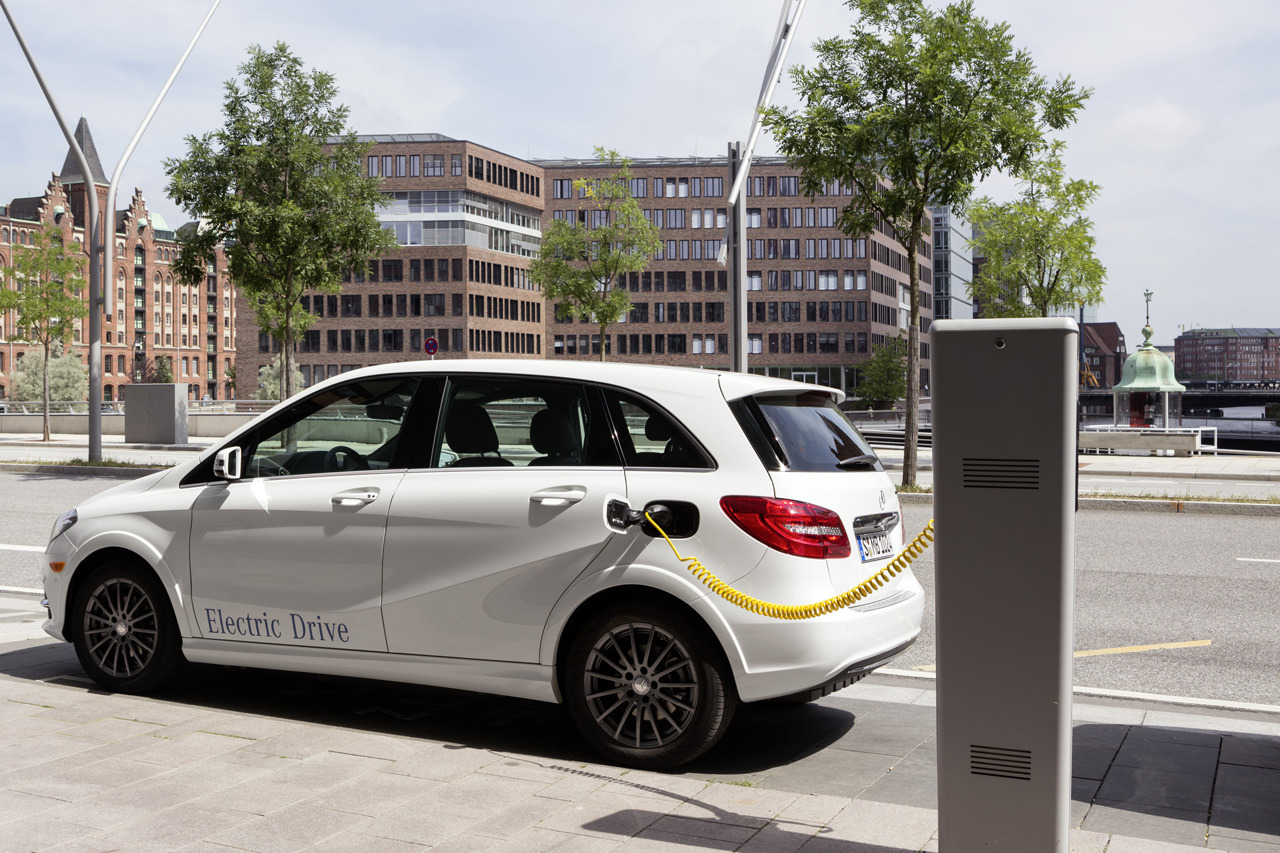 Mercedes Benz B Class Electric Drive Reviewed By Autoblog Autoevolution