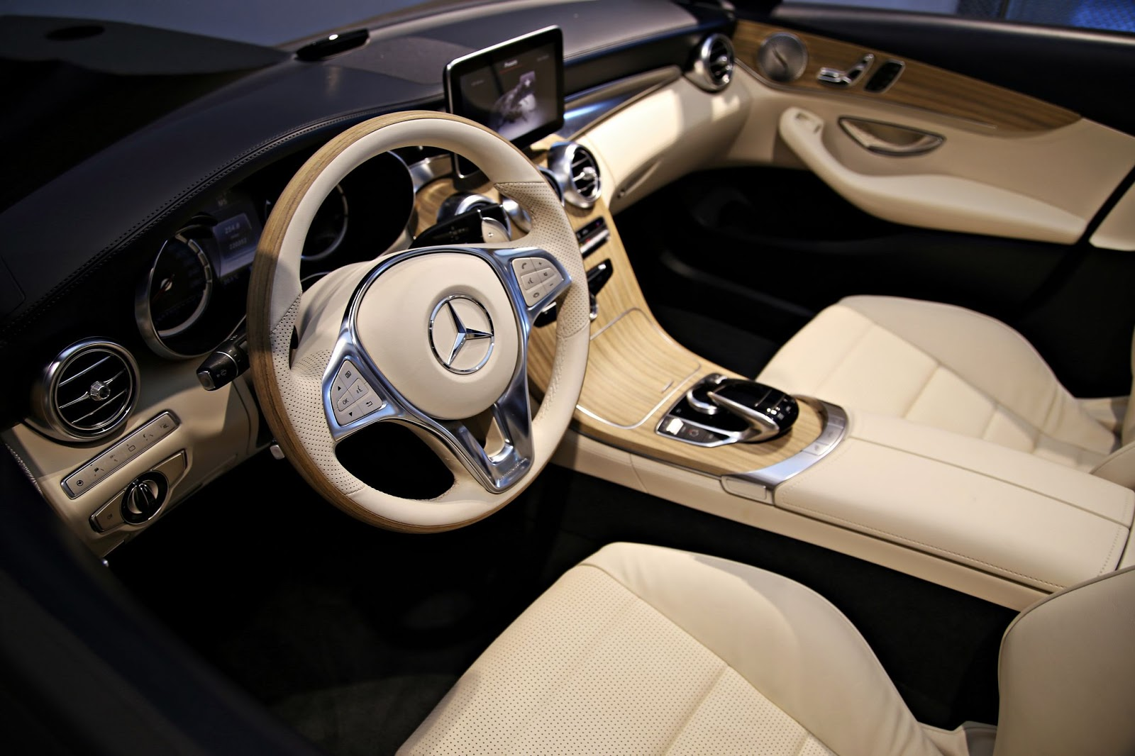mercedes benz c class cabriolet a205 interior unveiled autoevolution. Black Bedroom Furniture Sets. Home Design Ideas