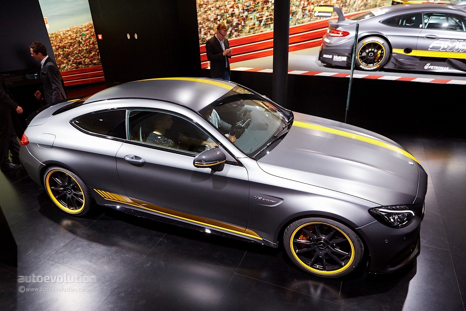 Mercedes-Benz C-Class Coupe and C63 Coupe Bring Sloped Roofline ...