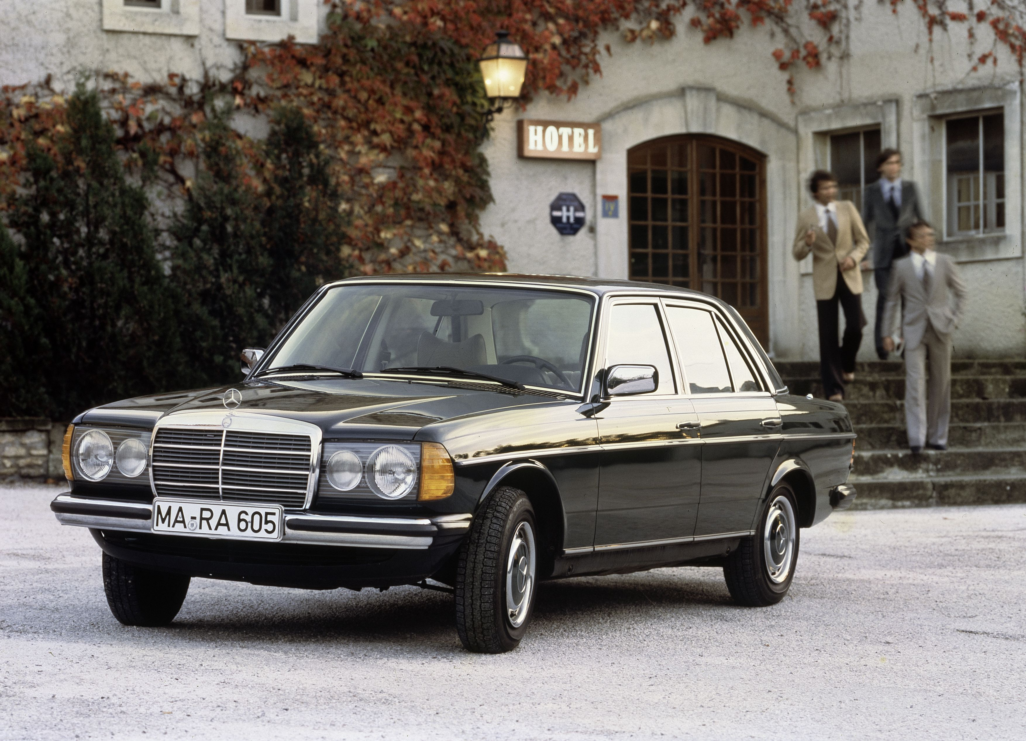Mercedes benz celebrates 40th anniversary of the legendary for Mercedes benz w123