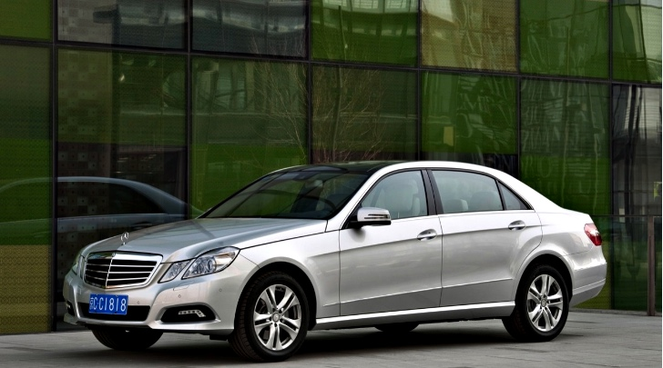 Mercedes benz china sales fall by 3 9 in october for Mercedes benz china