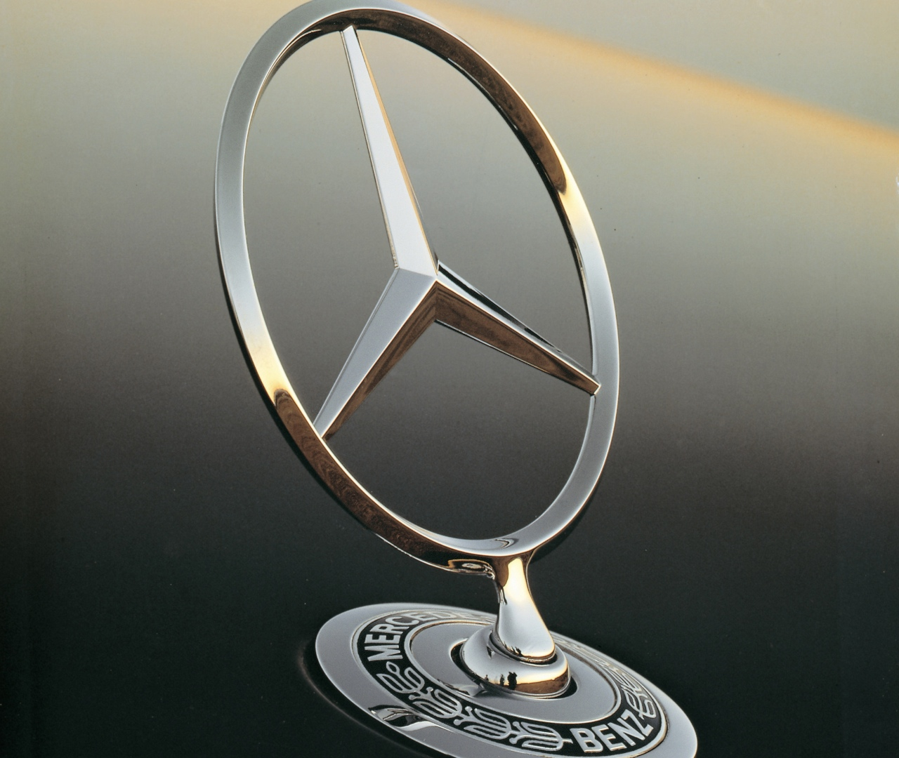 Mercedes benz classic car prices on the rise autoevolution for Mercedes benz badges for sale