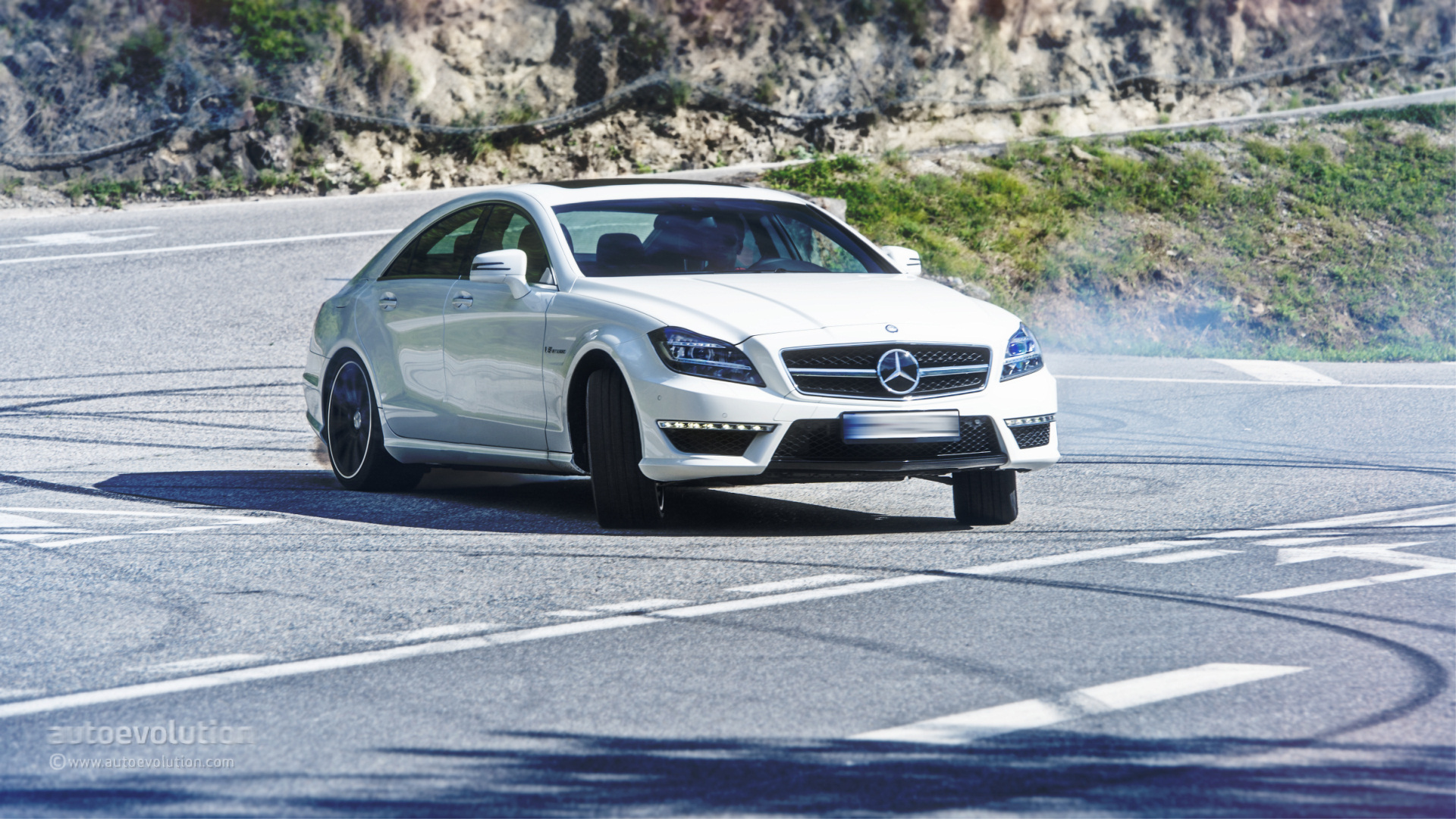 mercedes benz cls 63 amg 4matic tested by autoevolution. Black Bedroom Furniture Sets. Home Design Ideas