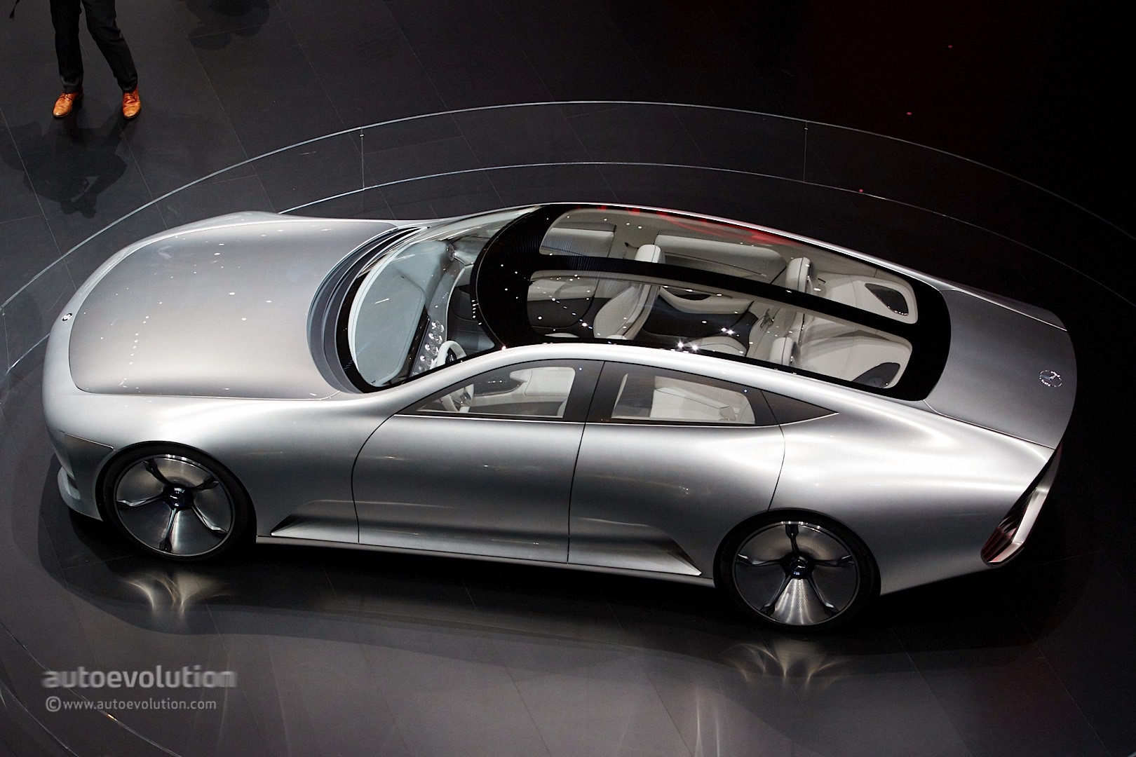 Mercedes benz concept iaa storms frankfurt with its for Mercedes benz of minneapolis