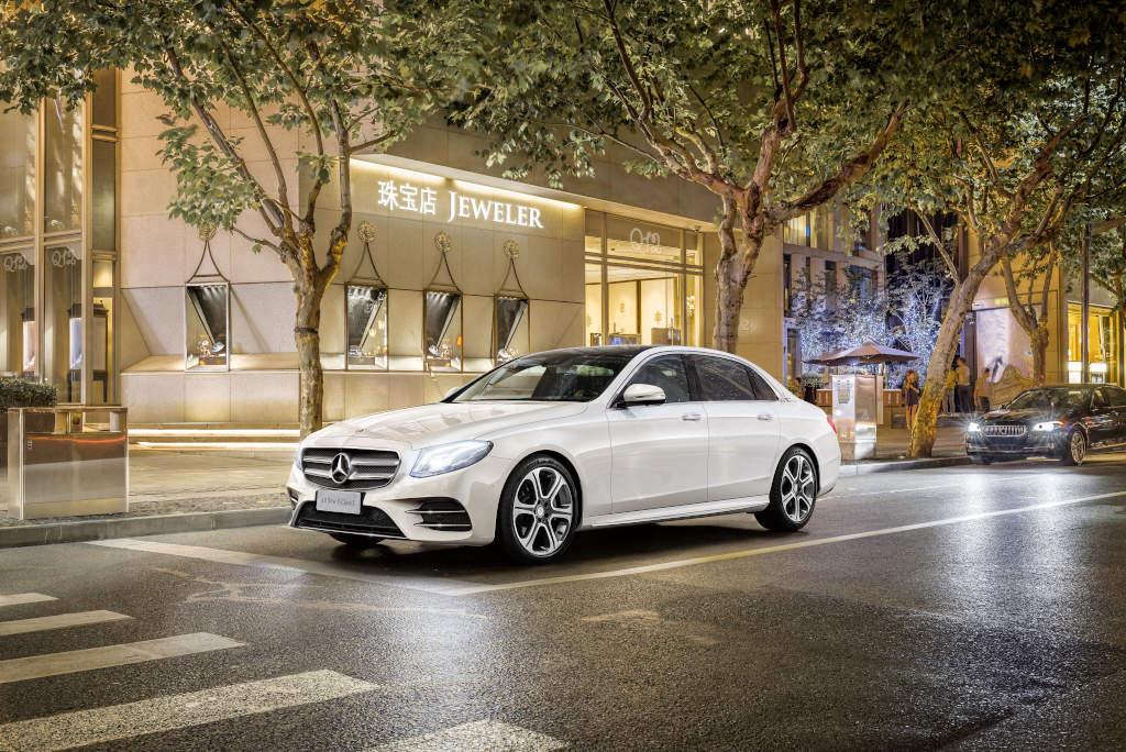 https://s1.cdn.autoevolution.com/images/news/mercedes-benz-e-class-long-wheelbase-debuts-in-beijing-is-not-the-maybach-106864_1.jpg
