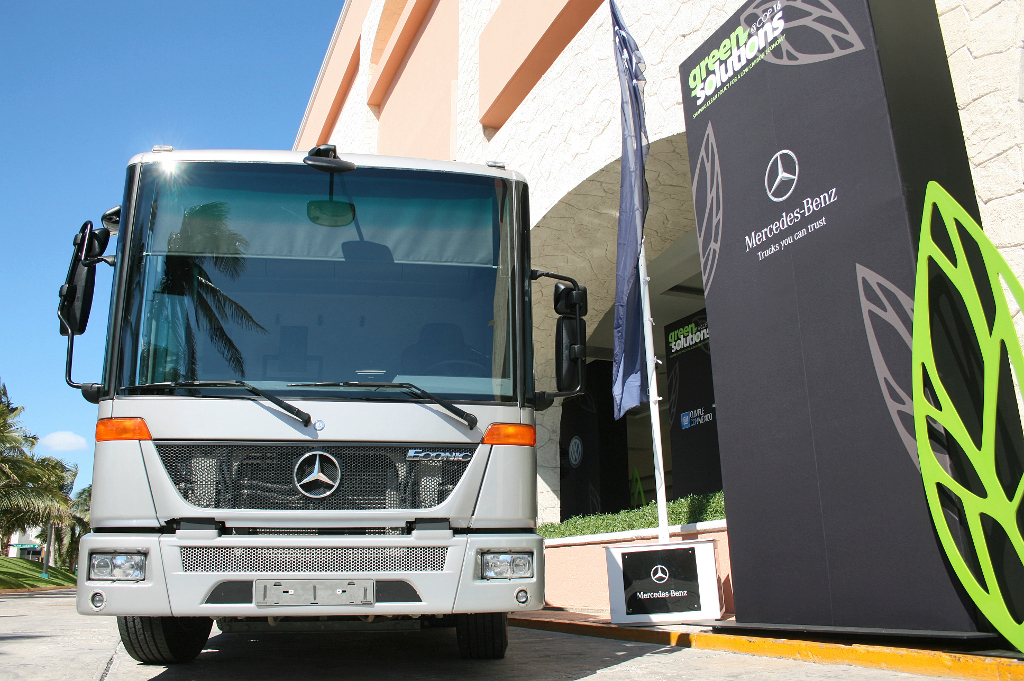 Mercedes benz econic ngt presented in mexico autoevolution for Www mercedes benz mexico