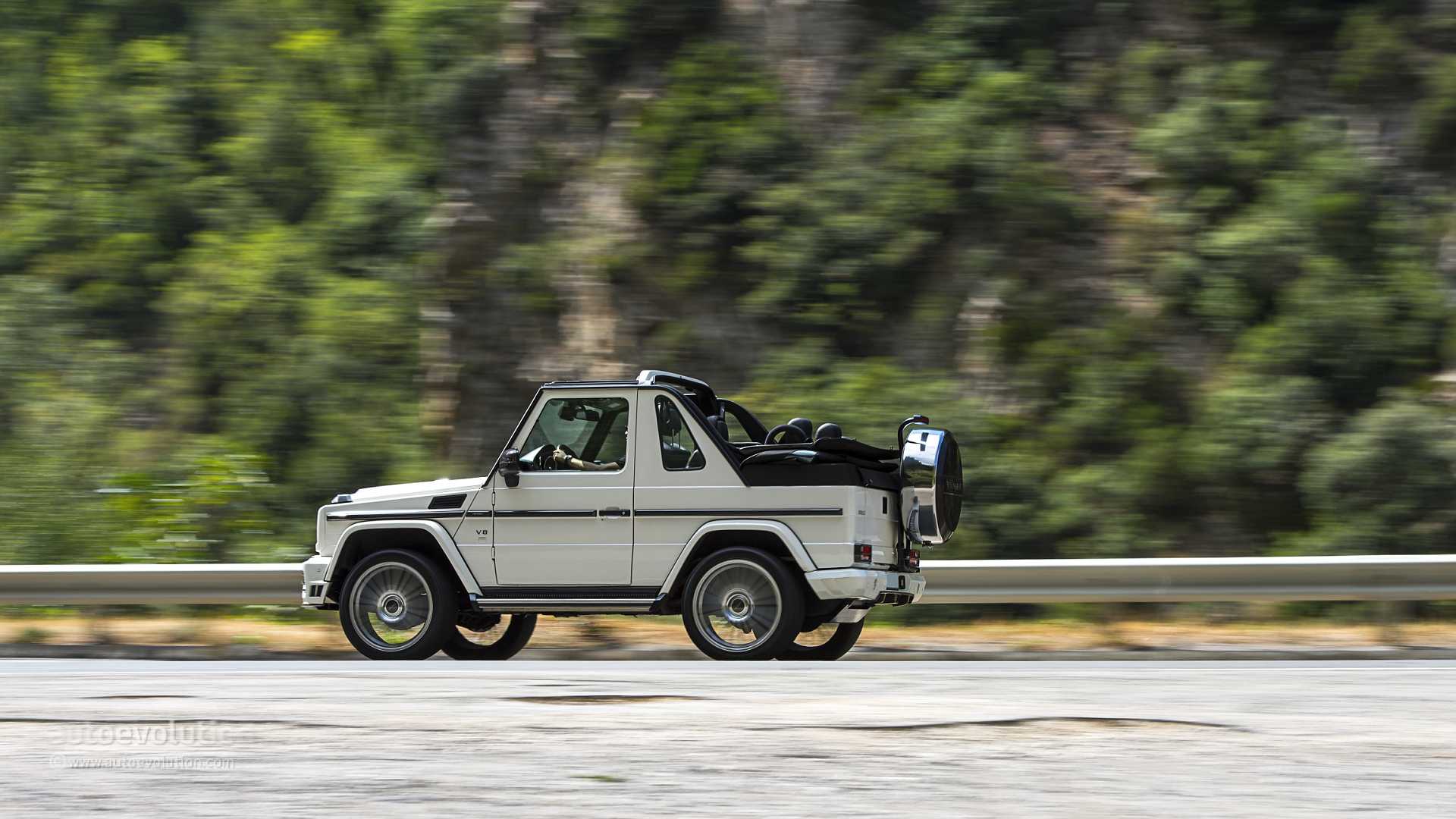 Mercedes benz g 500 cabriolet tested by autoevolution for Mercedes benz g class cabriolet
