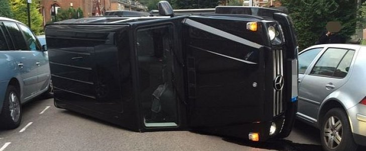 mercedes benz g class suv ends up on its side after the driver avoided a cat autoevolution