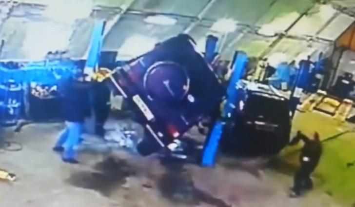 Mercedes benz g55 amg falls off elevator in repair shop for Mercedes benz mechanic shop