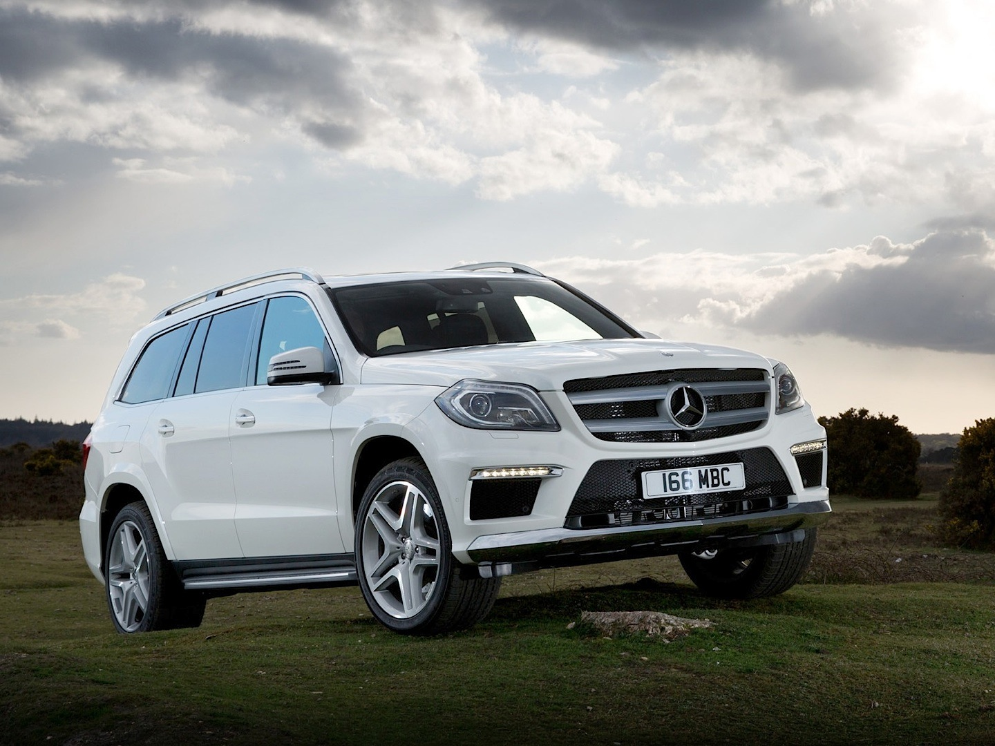 Mercedes benz gl 350 bluetec reviewed by auto express for Mercedes benz gl 350
