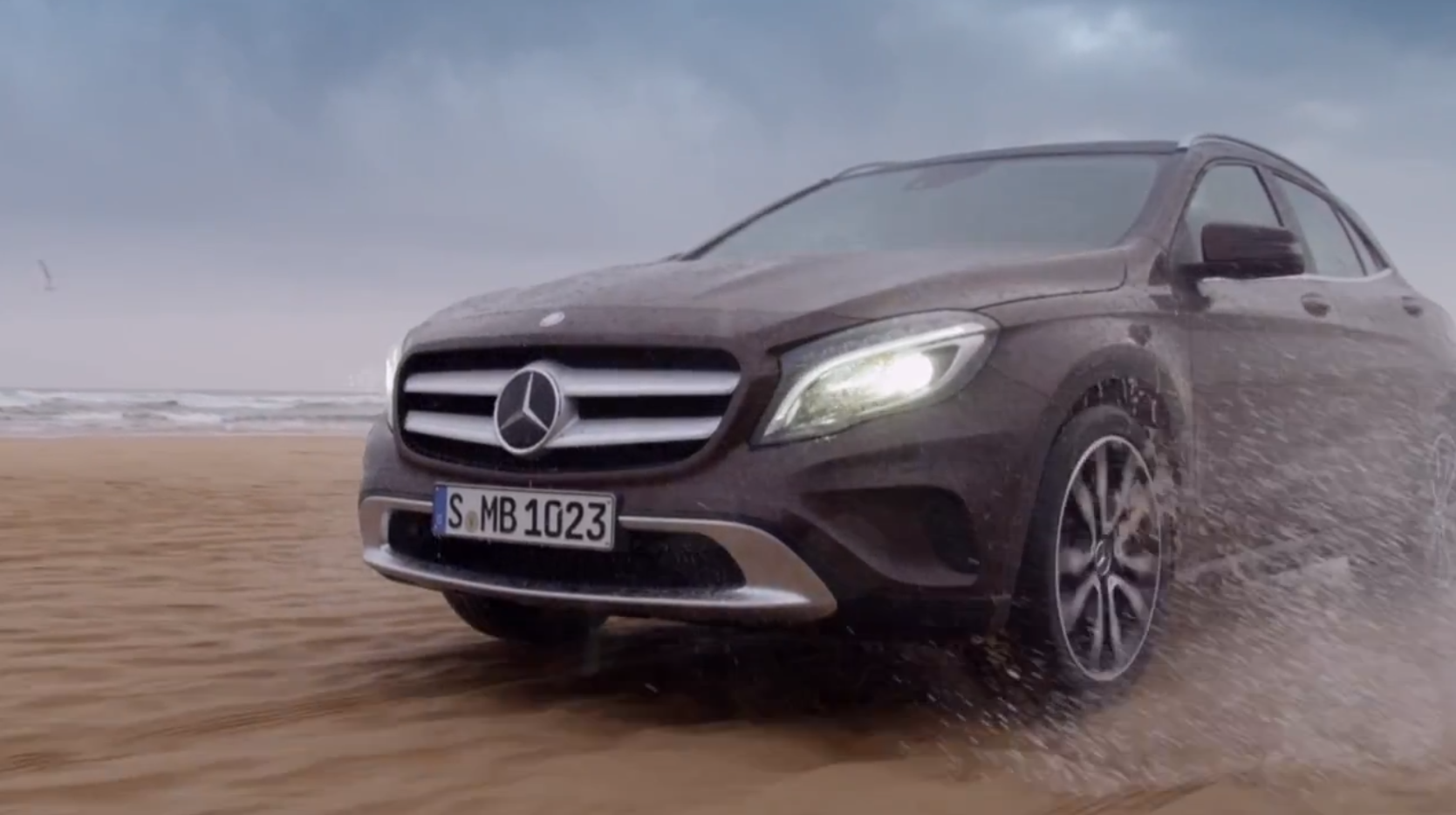 Mercedes benz gla first official footage autoevolution for Mercedes benz official
